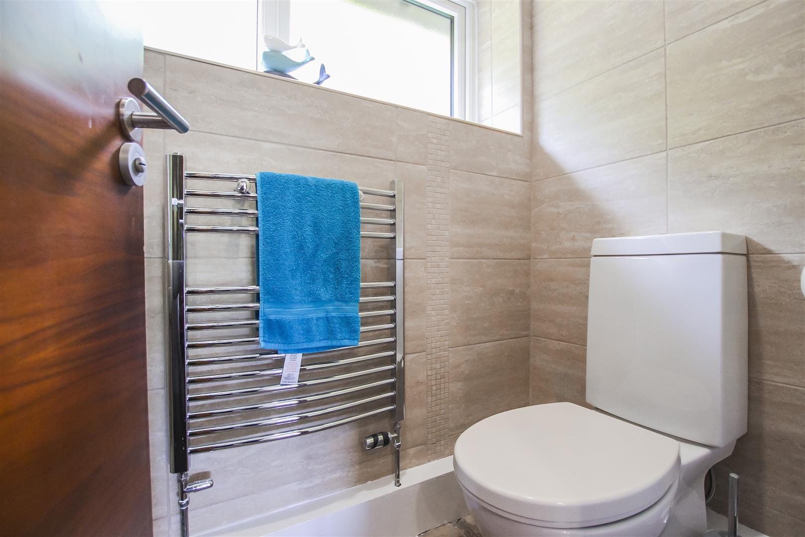 6 Bedroom Detached House For Sale - Cloakroom